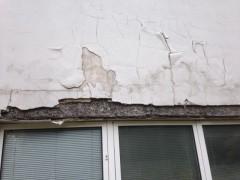defekter Anstrich Fenstersturz, Anstrich Aussenwand, Putzschaden